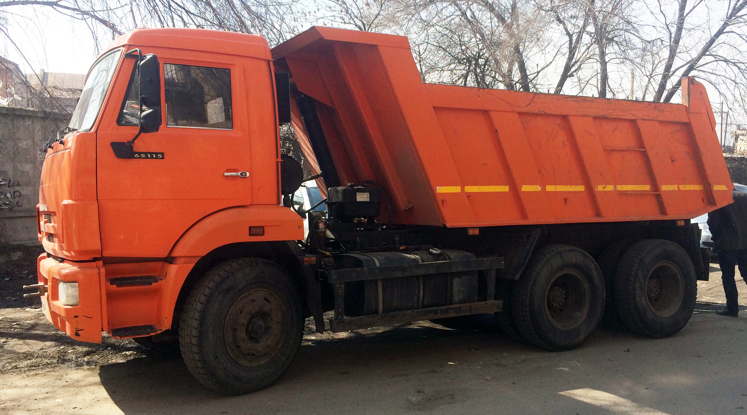 samosval-kamaz-15-tonn-zastavka